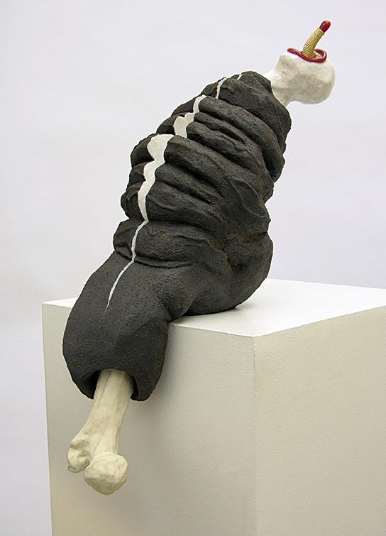 Encorps / mouvement n°1 – céramique, fil – 31x18x30 cm – 2008