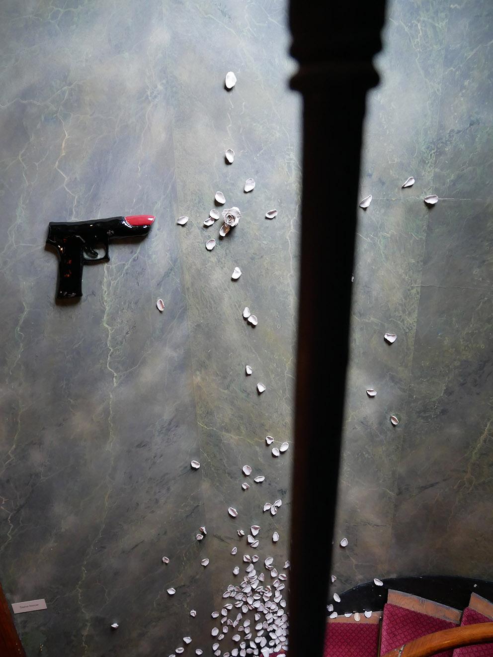 L'assaut – céramique, métal – 5x220x190 cm – 2017
