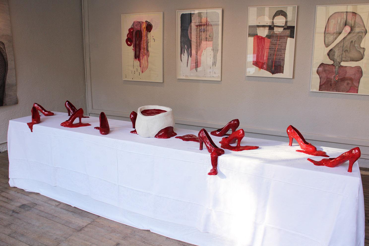 The last supper – céramique, textile – 60x75x330 cm – 2010